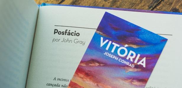 Marcador e posfácio da edição especial de Vitória, feita pela TAG